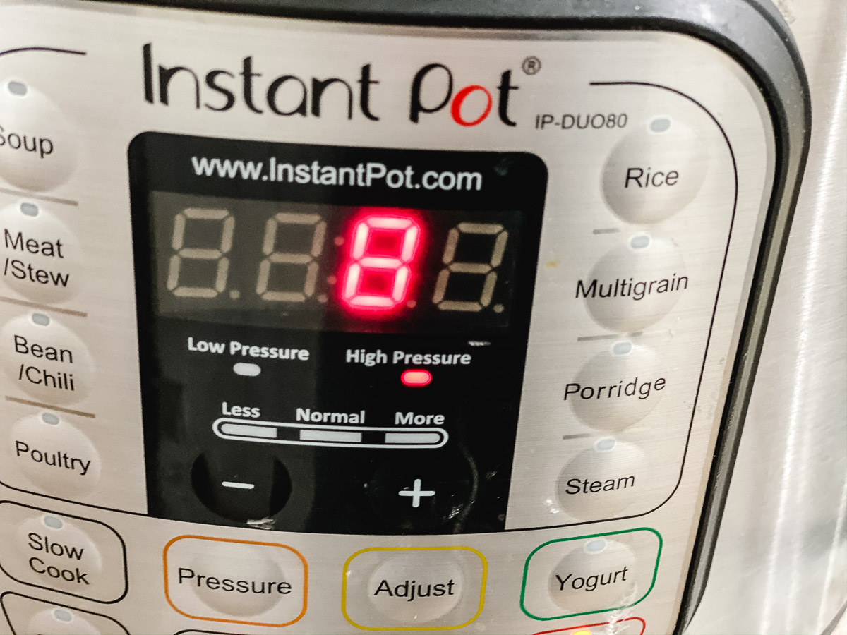 Picture of an Instant Pot with the setting set to 8 minutes.
